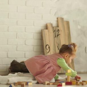 videoblocks-a-beautiful-baby-plays-on-the-floor-with-wooden-cubes-educational-toys-preschool-education-kindergarten_bpmdk7f8tf_thumbnail-full01